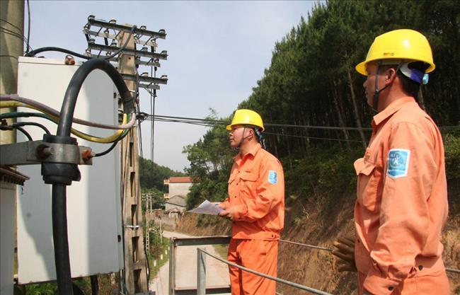 Nắng nóng gay gắt kéo dài, EVN khuyến cáo việc sử dụng điện an toàn và tiết kiệm