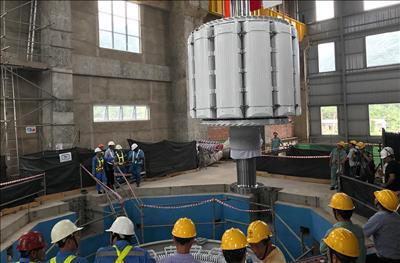 Hạ thành công rotor của Thủy điện Đa Nhim mở rộng