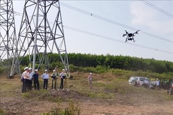 Ứng dụng thiết bị bay UAV phục vụ công tác quản lý vận hành lưới điện