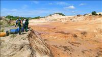 Khai thác khoáng sản ven biển: Khốn đốn vì thời tiết cực đoan