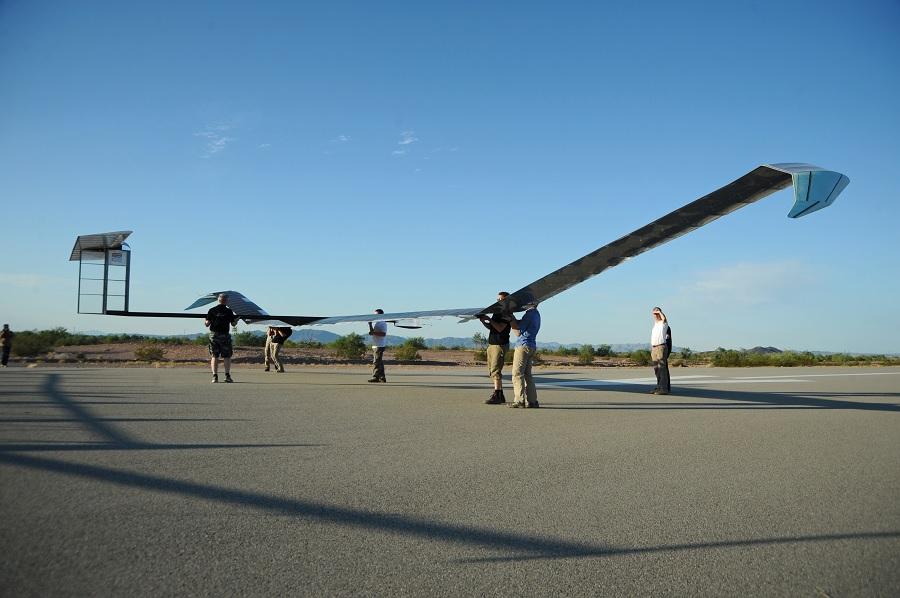 Máy bay năng lượng mặt trời lập kỷ lục bay mới